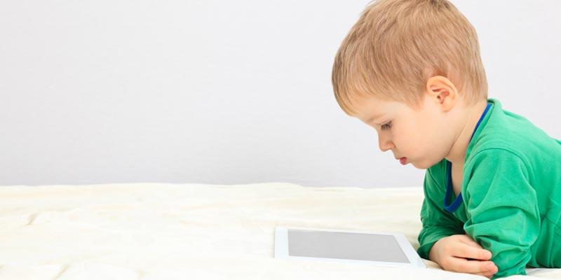 criança filme tablet